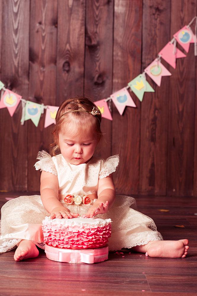 Kind beim Cake-Smash-Shooting
