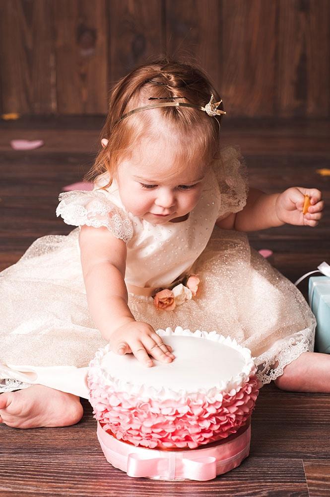 Kind beim Cake-Smash-Shooting 01
